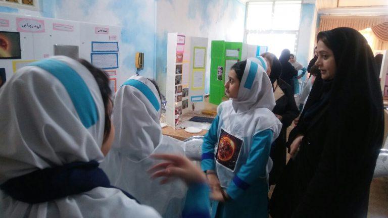 جشنواره جابربن حیان در دبستان دخترانه غیر انتفاعی سخت کوشان برگزار شد